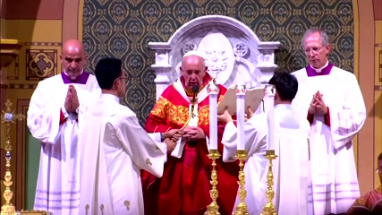 Pope urges youth to keep 'rootedness' of faith at Bangkok Holy Mass