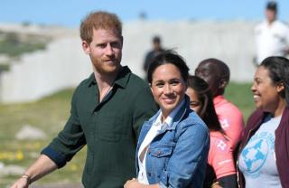 Príncipe Harry e duquesa Meghan fazem doação para instituição de caridade africana